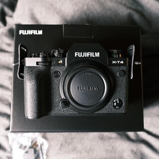 FUJI FILM X−T4 ブラック  ボディ 予備バッテリー付き(ミラーレス一眼)