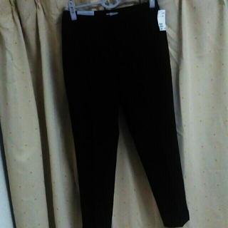 エイチアンドエム(H&M)のタグ付き新品  H&M スラックス 黒38(クロップドパンツ)