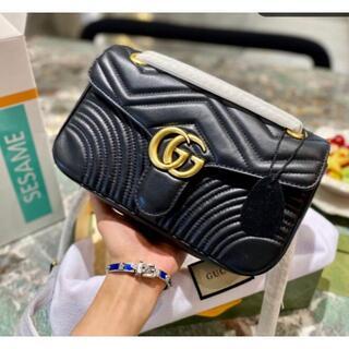 グッチ(Gucci)のGUCCI GGマーモント キルティング スモールショルダーバッグ(メッセンジャーバッグ)