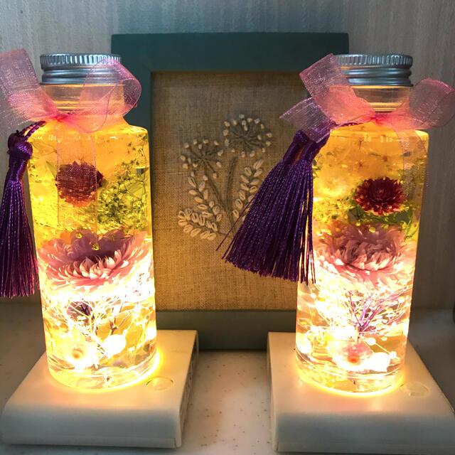 ハーバリウム ハンドメイド お供花 紫 100mlサイズ ライト付き ハンドメイドのフラワー/ガーデン(ドライフラワー)の商品写真