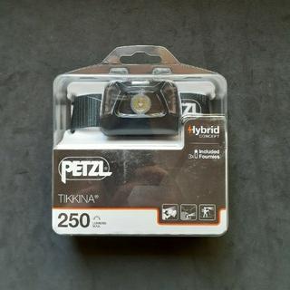 PETZL - 新品 ペツル petzl ヘッドライト + バッテリー