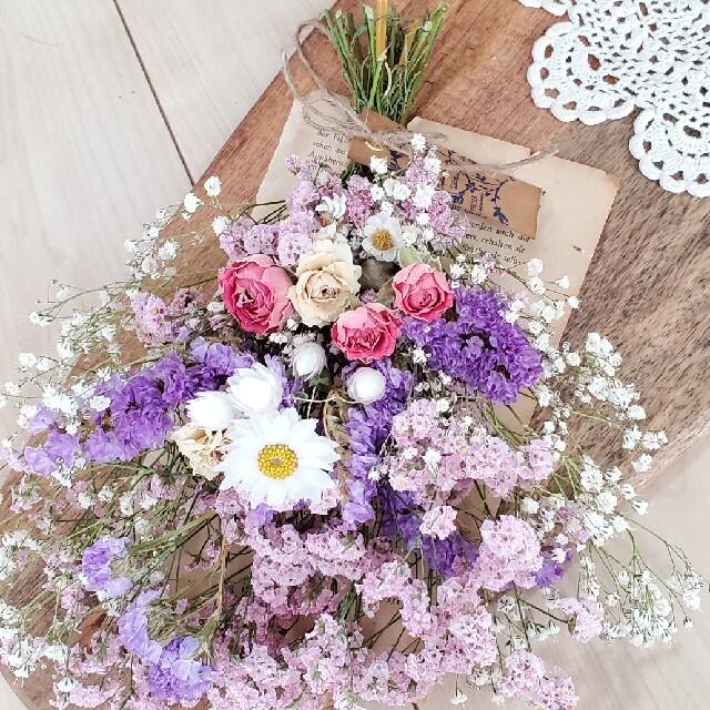 ハイブリッドスターチスと小花の紫ピンク系ドライフラワースワッグ 花束 ブーケ ハンドメイドのフラワー/ガーデン(ドライフラワー)の商品写真