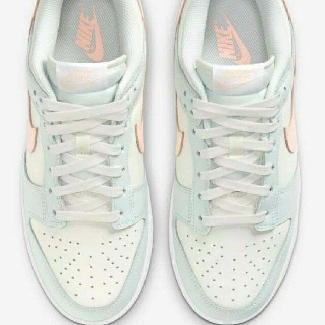 NIKE(ナイキ)の【NIKE】ダンクウィメンズ LOW Barely Green レディースの靴/シューズ(スニーカー)の商品写真