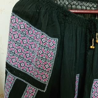 ハグオーワー(Hug O War)のCLOTH & CROSS ブラック、シャツ(Tシャツ/カットソー(七分/長袖))