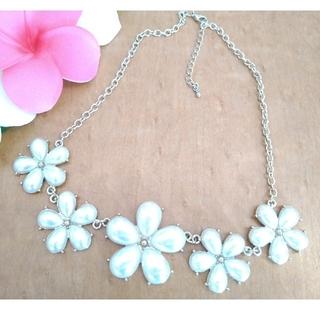ジーユー(GU)の華やかなお花のネックレス*シンプルコーデの差し色にもGU(ネックレス)