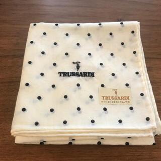 トラサルディ(Trussardi)の新品 トラサルディ ハンカチ  はんかち 花柄 ブランド 女性(ハンカチ)