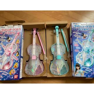 バンダイ(BANDAI)のディズニー バンダイ ライトオーケストラ バイオリン 2個セット ブルー ピンク(楽器のおもちゃ)