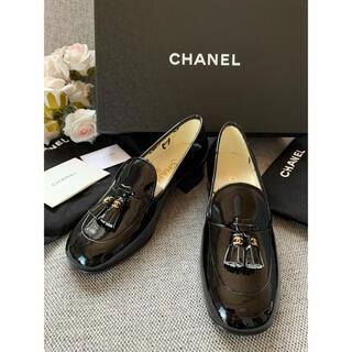 シャネル(CHANEL)のCHANELエナメル本革靴 34.5貴重なおサイズ 国内では店頭に並びません(ローファー/革靴)