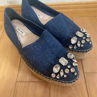 ミュウミュウ(miumiu)のMIUMIU ウエッジソール 靴(スリッポン/モカシン)