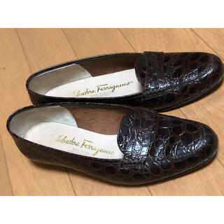 フェラガモ(Ferragamo)のフェラガモ ローファー22.5(ローファー/革靴)