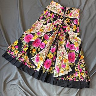 グッチ(Gucci)のサイズ38 美品 グッチ フローラルシルクスカート 花柄 黒 薄手 プリーツ入り(ロングスカート)