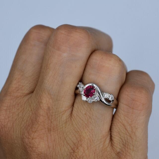 大粒 ルビー ダイヤモンドリング pt900 プラチナ リング 指輪 レディースのアクセサリー(リング(指輪))の商品写真