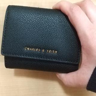 チャールズアンドキース(Charles and Keith)の【即決の方のみ100円値下げ】チャールズアンドキース 三つ折り財布(財布)