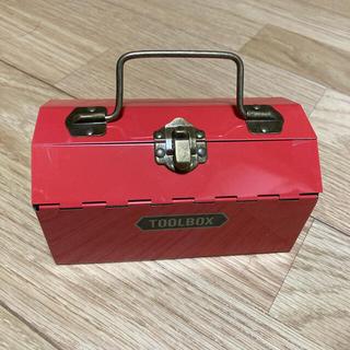 カルディ(KALDI)のKALDI ツールボックス缶 レッド(菓子/デザート)