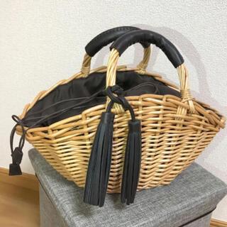 シマムラ(しまむら)の美品 かごバッグ レザー タッセル付(かごバッグ/ストローバッグ)