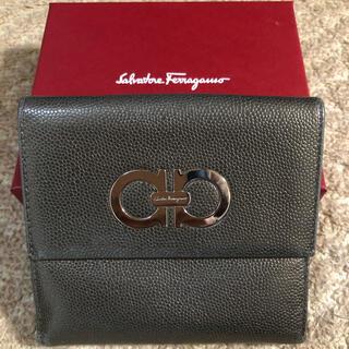 サルヴァトーレフェラガモ(Salvatore Ferragamo)のフェラガモ   二つ折り 財布 ガンチーニ シルバー(折り財布)