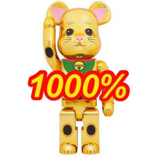 メディコムトイ(MEDICOM TOY)のBE@RBRICK 招き猫 金メッキ 発光 1000%(キャラクターグッズ)