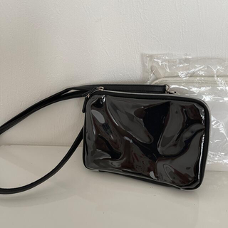 ユニクロ(UNIQLO)の新品未使用品🌟ビニール素材お財布ポーチバッグ/ホワイト(ショルダーバッグ)