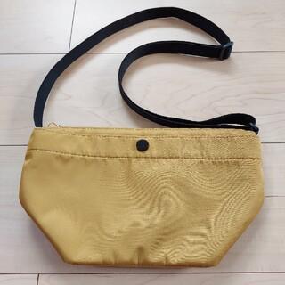 ユニクロ(UNIQLO)のユニクロ 斜めがけナイロンバッグ からし色 男女兼用(ショルダーバッグ)