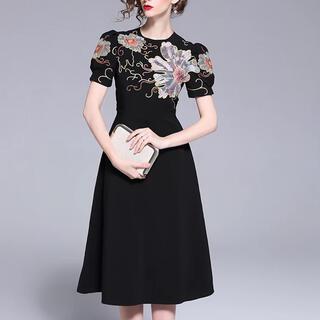 ザラ(ZARA)のフラワー刺繍 ブラックドレス Lサイズ 結婚式 パーティ(ミディアムドレス)