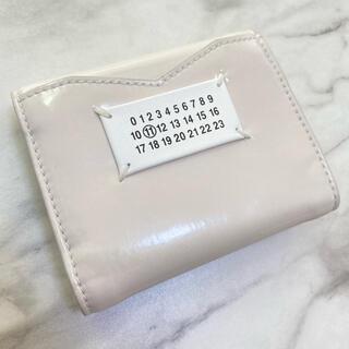 マルタンマルジェラ(Maison Martin Margiela)のラスト1【新品】メゾン マルジェラ エンベロープ カレンダーロゴ ミニ財布(財布)