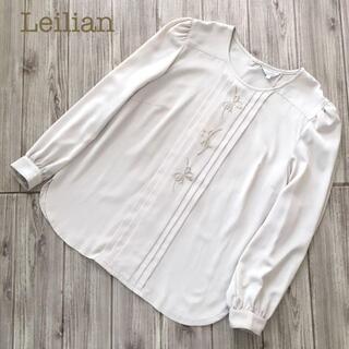 レリアン(leilian)のLeilian刺繍長袖タックプリーツブラウス シャツ ベージュ 13+トップス(シャツ/ブラウス(長袖/七分))