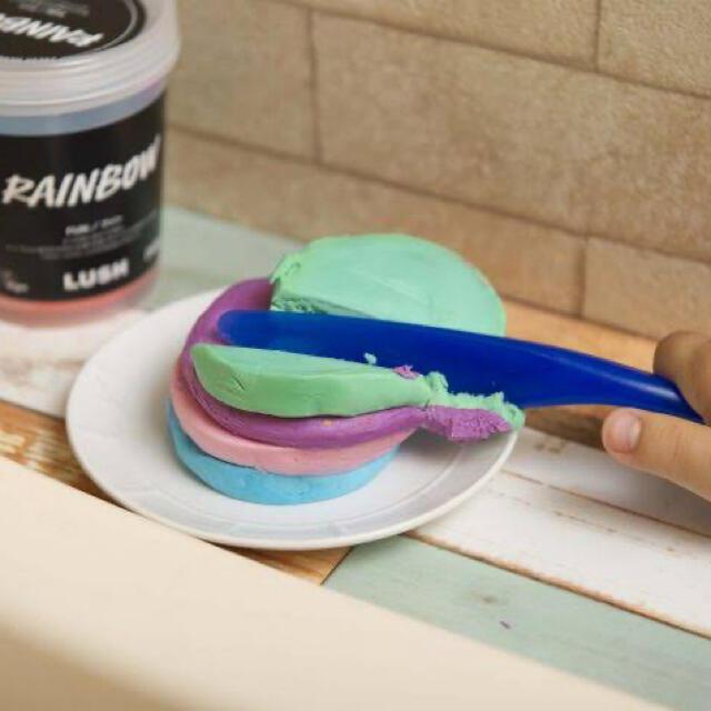 LUSH(ラッシュ)の【LUSH】ファンレインボー ボディーソープ コスメ/美容のボディケア(ボディソープ/石鹸)の商品写真