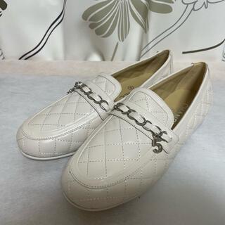 シャネル(CHANEL)の試着のみ シャネル ローファー カーフスキン オフホワイト サイズ38C(ローファー/革靴)