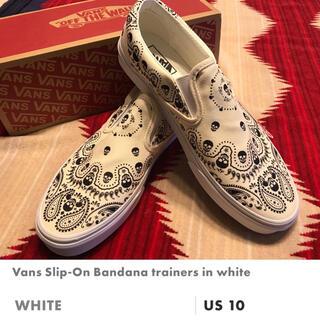 ヴァンズ(VANS)のバンズ スリッポン バンダナ 28cm 新品 希少なホワイト(スリッポン/モカシン)