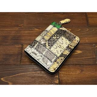 つぎはぎヘビ革のラウンドファスナー二つ折り財布(縦型) (財布)