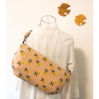 ミナペルホネン(mina perhonen)のミナペルホネン skipのボディバッグ 刺繍(ショルダーバッグ)