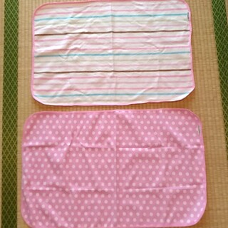 ニシマツヤ(西松屋)のおむつ替えシート 2枚(おむつ替えマット)