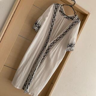テチチ(Techichi)のTechichi テチチ ロングカーデ 羽織り ワンピース 刺繍 白に黒刺繍(カーディガン)