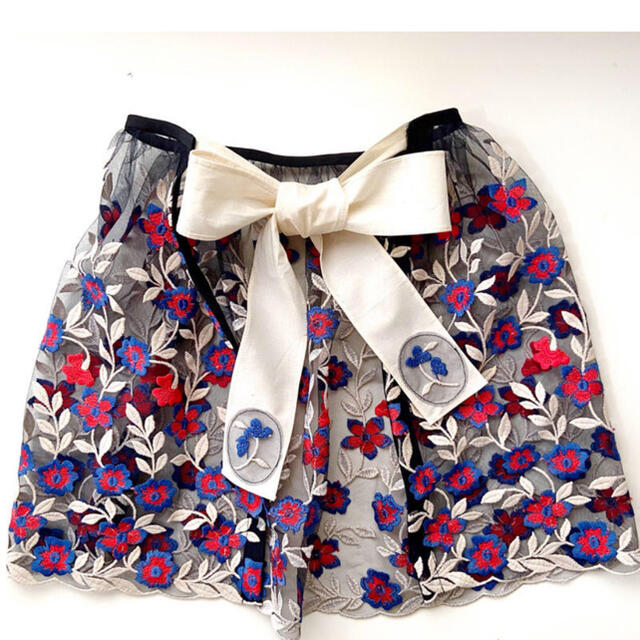 Drawer(ドゥロワー)の新品未使用!DRESS ME 付け襟 ケープ オーバースカート レディースのアクセサリー(つけ襟)の商品写真