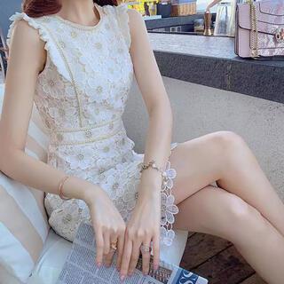 ディーホリック(dholic)の花柄 刺繍ドレス(ミニワンピース)