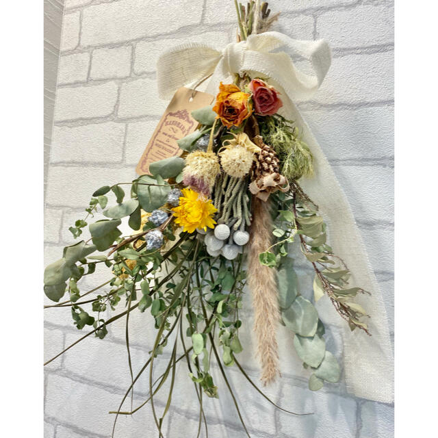 ドライフラワースワッグ❁㉚ ナチュラル 黄色 薔薇 ワイルドフラワー 花束♪ ハンドメイドのフラワー/ガーデン(ドライフラワー)の商品写真