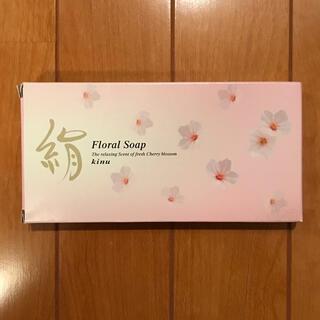 クラシエ(Kracie)のfloral soap 絹(ボディソープ/石鹸)