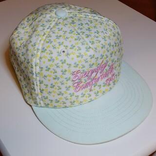 ジーユー(GU)のGU 花柄 キャップ  帽子 フリーサイズ(帽子)