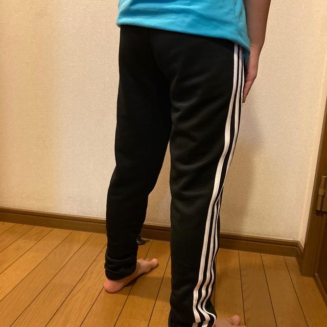 adidas(アディダス)のアディダスジャージパンツ キッズ キッズ/ベビー/マタニティのキッズ服女の子用(90cm~)(パンツ/スパッツ)の商品写真