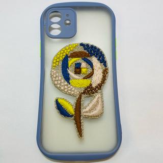 ミナペルホネン(mina perhonen)のミナペルホネン サンドローズ ハンドメイド  iPhone12 グレー 刺繍(iPhoneケース)
