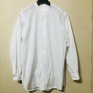 コモリ(COMOLI)の希少 サイズ0 コモリ バンドカラーシャツ ノーカラー 白 ナミカズ オーラリー(シャツ/ブラウス(長袖/七分))