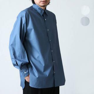 マーカウェア(MARKAWEAR)のMARKAWARE コンフォートフィットシャツ ブルー 2021ss(シャツ)