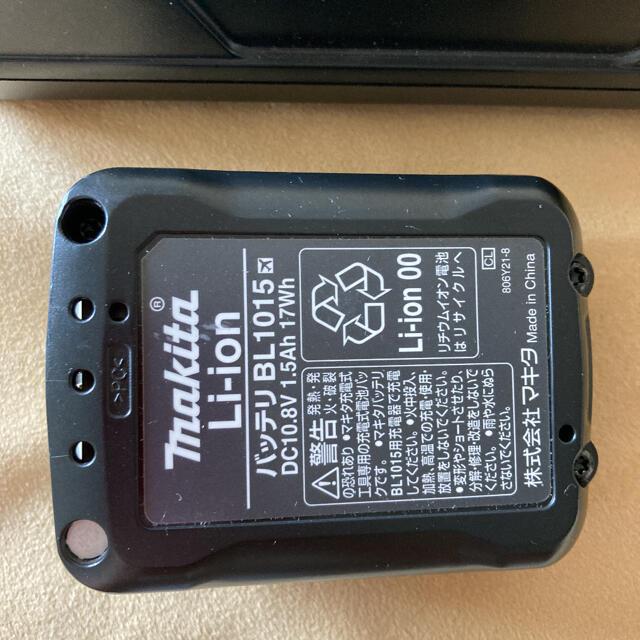 Makita(マキタ)のマキタ バッテリーと充電器 紙パック7枚 スマホ/家電/カメラの生活家電(掃除機)の商品写真