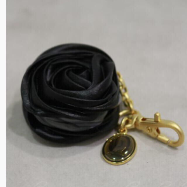 Q-pot.(キューポット)の Q-pot.     ブラックローズ マカロン バッグチャーム  レディースのアクセサリー(チャーム)の商品写真
