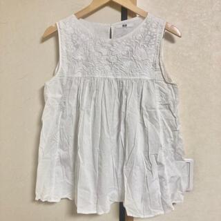 ユニクロ(UNIQLO)のUNIQLO ユニクロ ノースリーブ チュニック ホワイト 白 花柄 刺繍(チュニック)