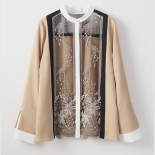 マメ(mame)のMURRAL Framed flower blouse ベージュ ブラウス (シャツ/ブラウス(長袖/七分))