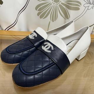 シャネル(CHANEL)の試着のみ シャネル ローファー ラムスキン バイカラー サイズ38C   (ローファー/革靴)