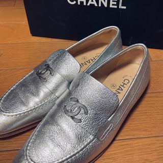 シャネル(CHANEL)のCHANEL シャネル ロゴローファー 美品(ローファー/革靴)
