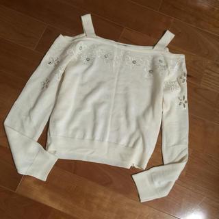 リランドチュール(Rirandture)のリランドチュール オフショル フラワー刺繍 ニット 白 アイボリー(ニット/セーター)