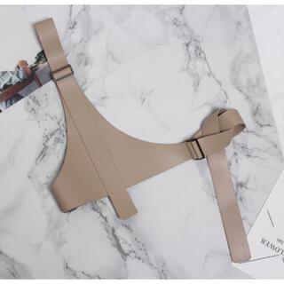 ZARA - 再販★新品未使用!PU素材 個性派シンプルなアシメ調 ハーネスベルト ベージュ